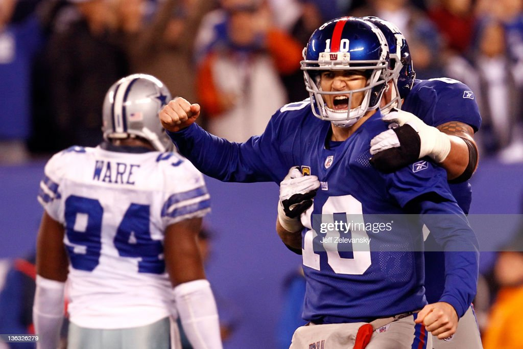 Eli Manning #10 and David Diehl #66 of the New York Giants celebrate after a passing touchdown in the fourth quarter at MetLife Stadium on January 1, 2012 in East Rutherford, New Jersey.