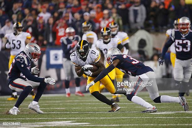 Eli Rogers of the Pittsburgh Steelers is defended by Logan Ryan and Devin McCourty of the New England Patriots during the first quarter in the AFC...