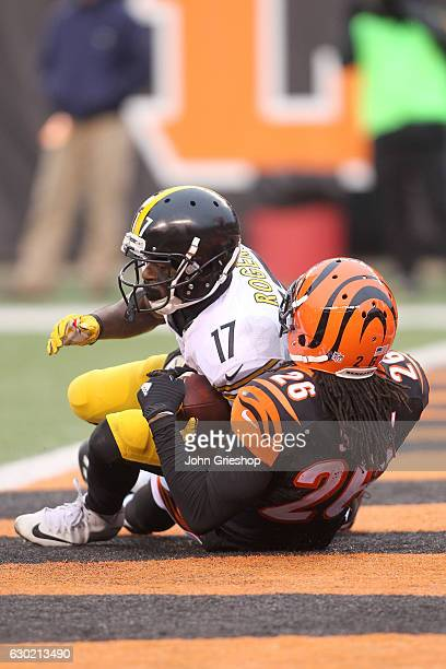 Eli Rogers of the Pittsburgh Steelers scores a touchdown while being tackled in the end zone by Josh Shaw of the Cincinnati Bengals during the fourth...