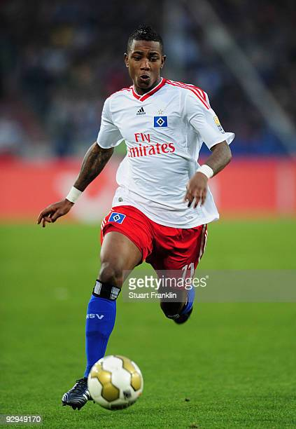Elia Eljero of Hamburg in action during the Bundesliga match between Hannover 96 and Hamburger SV at AWDArena on November 8 2009 in Hanover Germany