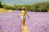 Eliane im Lavendelfeld