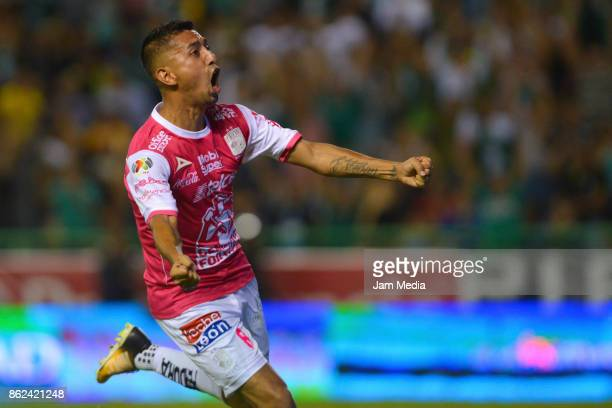 Elias Hernandez of Leon celebrates after scoring during the 13th round match between Leon and Tigres UANL as part of the Torneo Apertura 2017 Liga MX...