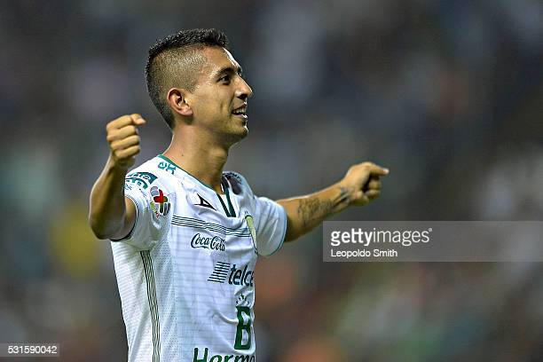 Elias Hernandez of Leon celebrates after scoring during the quarter finals second leg match between Leon and Morelia as part of the Clausura 2016...