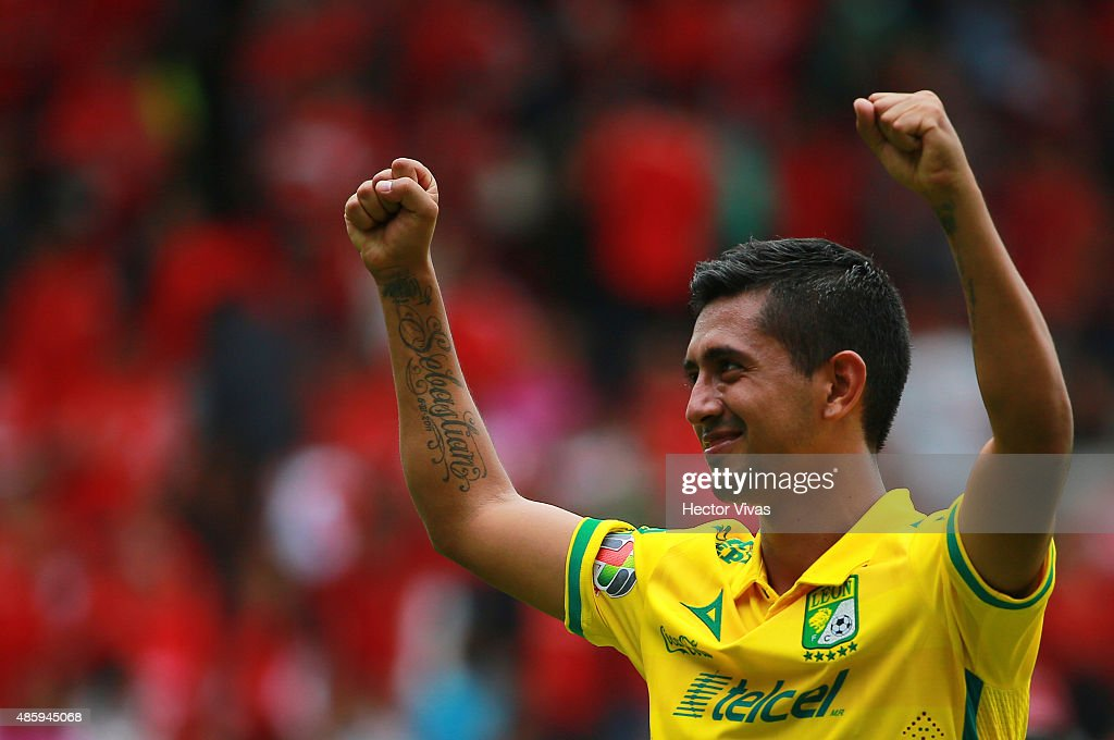 Elias Hernandez of Leon celebrates after winning a 7th round match between Toluca and Leon as part of the Apertura 2015 Liga MX at Nemesio Diez...
