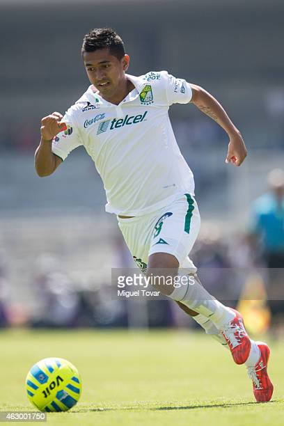 Elias Hernandez of Leon drives the ball during a match between Pumas and Leon as part of 5th round Clausura 2015 Liga MX at Universitario Stadium on...