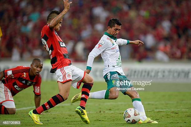 Elias Hernandez of Leon fights for the ball with Everton of Flamengo during a match between Flamengo and Leon as part of Copa Bridgestone...