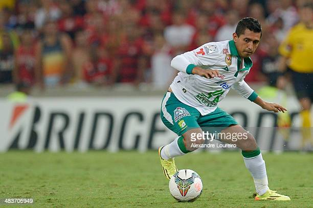 Elias Hernandez of Leon in action during a match between Flamengo and Leon as part of Copa Bridgestone Libertadores 2014 at Maracana Stadium on April...