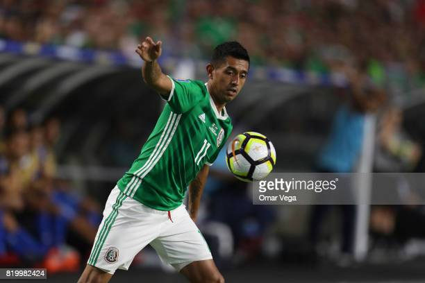 Elias Hernandez of Mexico controls the ball during the CONCACAF Gold Cup 2017 quarterfinal match between Mexico and Honduras at University of Phoenix...