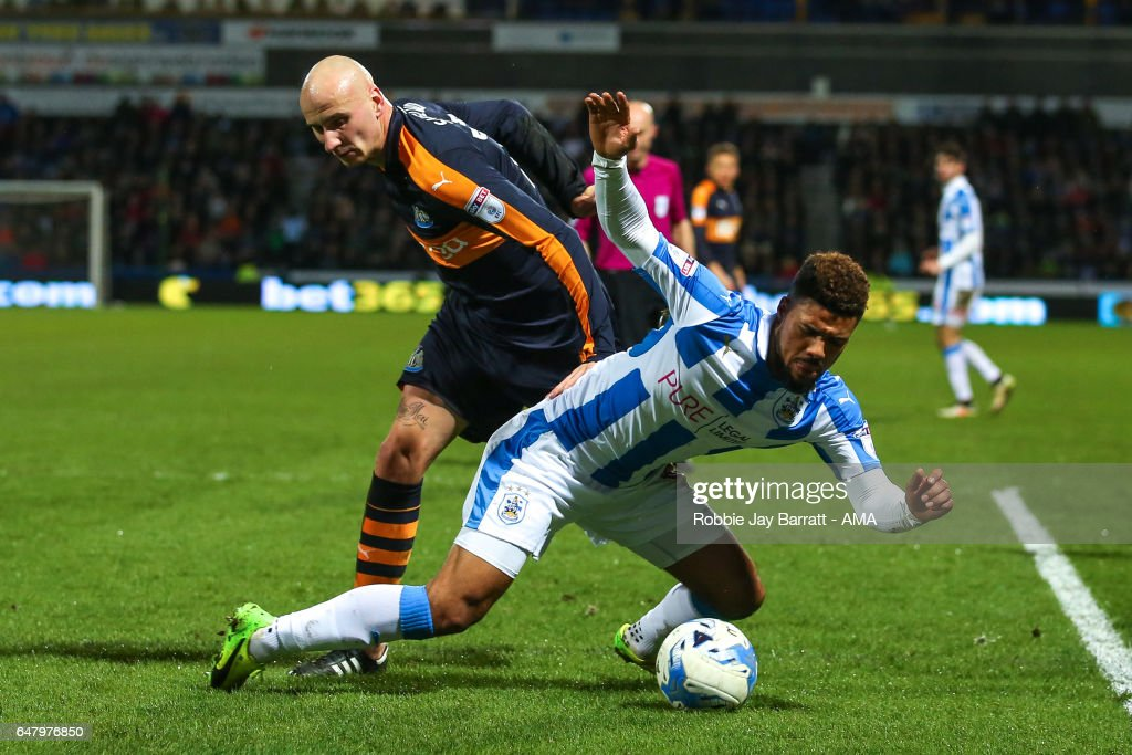 Elias Kachunga of Huddersfield Town wins a penalty under a challenge from Jonjo Shelvey of Newcastle United during the Sky Bet Championship match between Huddersfield Town and Newcastle United at John Smith's Stadium on March 4, 2017 in Huddersfield, England.