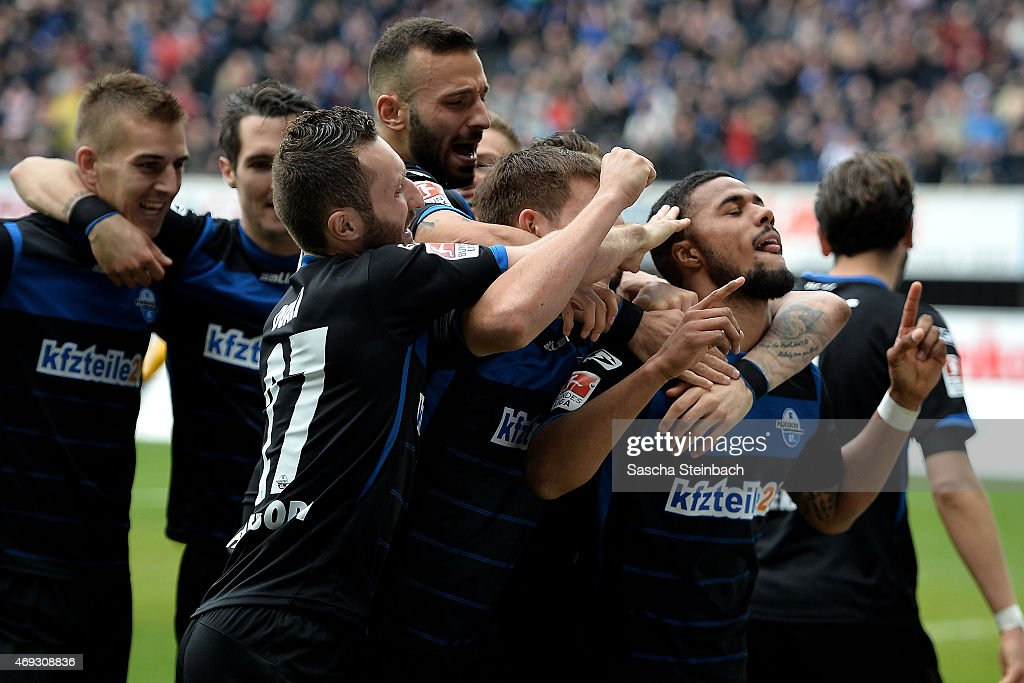Elias Kachunga of Paderborn celebrates with team mates after scoring the opening goal during the Bundesliga match between SC Paderborn 07 and FC...