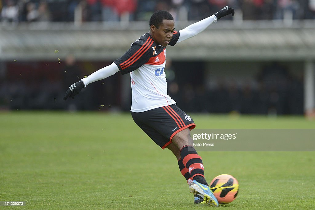 Elias of Flamengo runs for the ball during the match between Flamengo and Internacional for the Brazilian Serie A 2013 on July 21, 2013 in Centenario Stadium in Caxias do Sul, Brazil