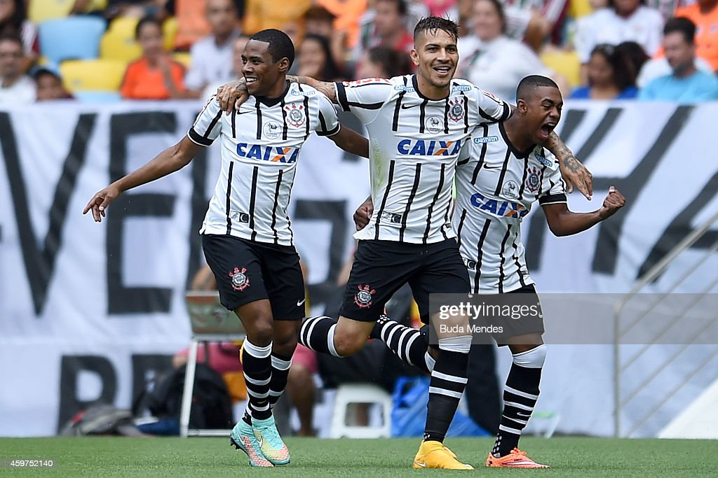 Elias, Paolo Guerrero and <a gi-track='captionPersonalityLinkClicked' href=/galleries/search?phrase=Malcom+-+Voetballer&family=editorial&specificpeople=13658495 ng-click='$event.stopPropagation()'>Malcom</a> of Corinthians during a match between Fluminense and Corinthians as part of Brasileirao Series A 2014 at Maracana Stadium on November 30, 2014 in Rio de Janeiro, Brazil.