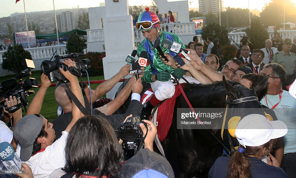 Elias Toledo talks to the media on his horse Don Dionisio after winning the Derby 2013 on February 03 in Viña del Mar, Chile.