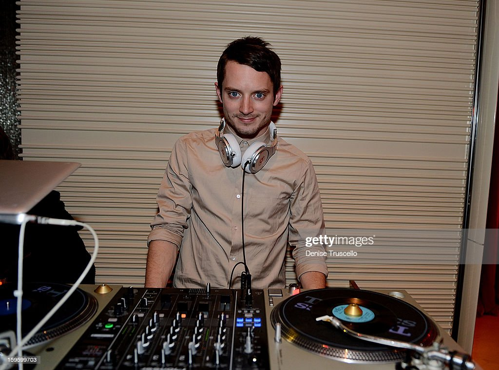 <a gi-track='captionPersonalityLinkClicked' href=/galleries/search?phrase=Elijah+Wood&family=editorial&specificpeople=171364 ng-click='$event.stopPropagation()'>Elijah Wood</a> dj's during the grand opening of Andrea's at Wynn Las Vegas on January 16, 2013 in Las Vegas, Nevada.