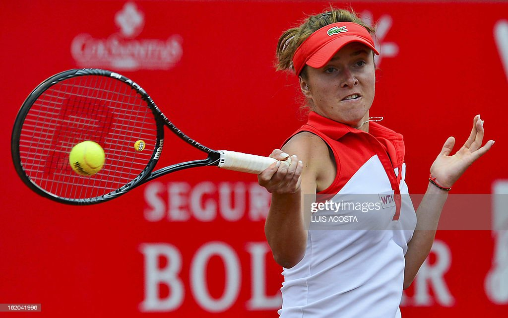Elina Svitolina of Ukraine returns the ball to Alize Cornet of France, during the WTA Bogota Open tennis Championship, on February 18, 2013. AFP PHOTO/Luis Acosta