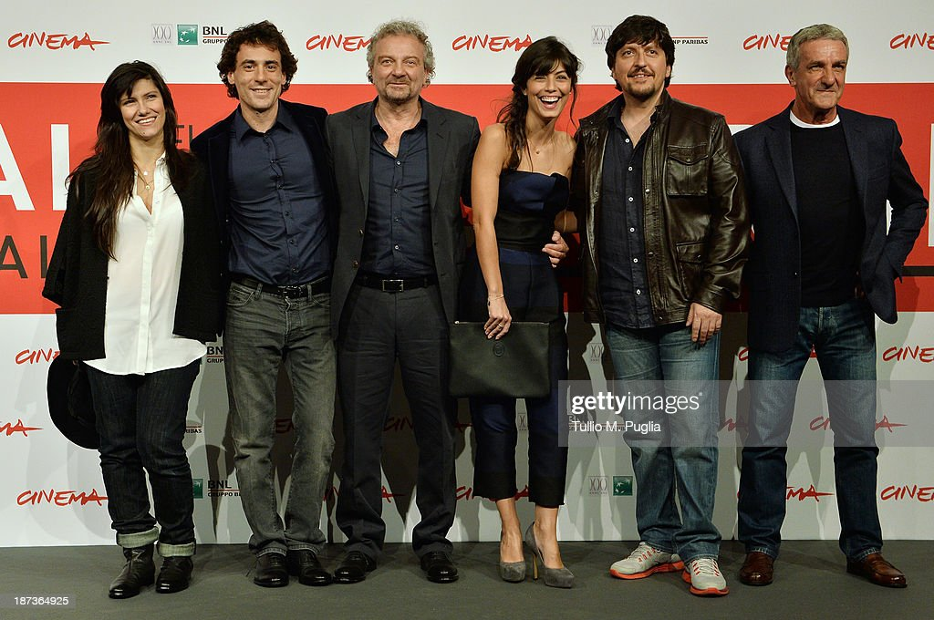 Elisa, <a gi-track='captionPersonalityLinkClicked' href=/galleries/search?phrase=Elio+Germano&family=editorial&specificpeople=2154181 ng-click='$event.stopPropagation()'>Elio Germano</a>, Giovanni Veronesi, Alessandra Mastronard, Ricky Memphis and Ernesto Fioretti attends the 'L'Ultima Ruota Del Carro' Photocall during the 8th Rome Film Festival at the Auditorium Parco Della Musica on November 8, 2013 in Rome, Italy.