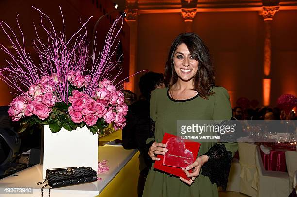 COVERAGE] Elisa Isoardi poses with her award during the Telethon Gala during the 10th Rome Film Fest on October 21 2015 in Rome Italy