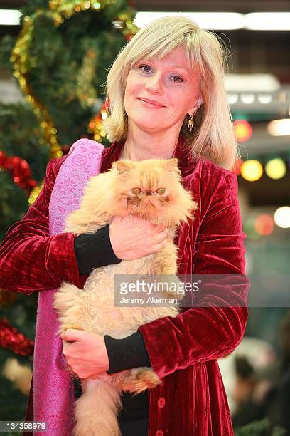 Elisa Servier attends the SPA Christmas at l'espace Champerret on December 1 2007 in Paris France