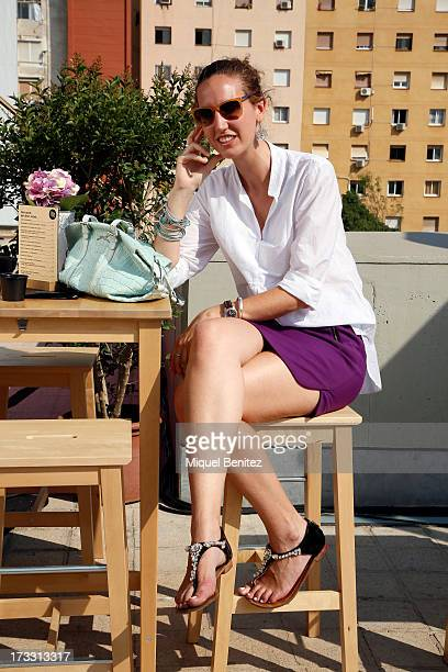 Elisabet Dou 4 Curly Style blogger wears DG sunglasses Massimo Dutti shirt Zara skirt Uterque sandals Bimba Lola handbag and vintage jewelry at the...