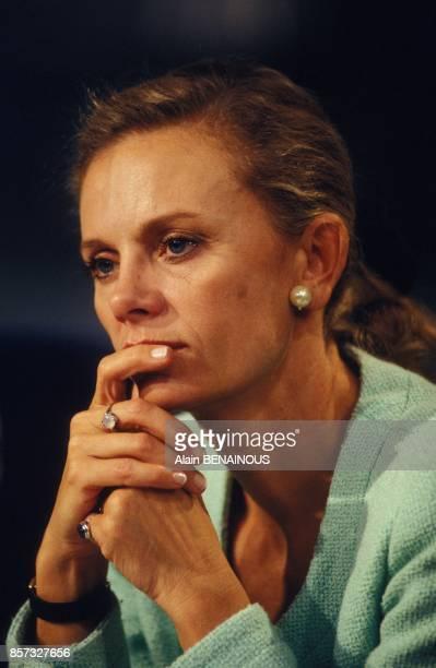 Elisabeth Guigou sur le plateau de TF1 lors d'un debat sur le referendum de Maastricht le 20 septembre 1992 a Paris France