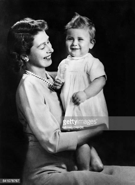Elisabeth II *Koenigin von GB seit 1953 Halbportrait mit ihrem Sohn Prinz Charles