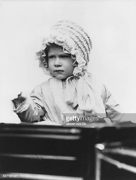 Elisabeth II Koenigin von GB seit 1953 Portrait als Kleinkind 1928