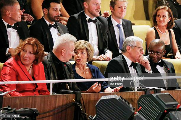 Elisabeth Pott fashion designer Jean Paul Gaultier federal president of Germany Joachim Gauck with his gielfriend Daniela Schadt and buisness man...