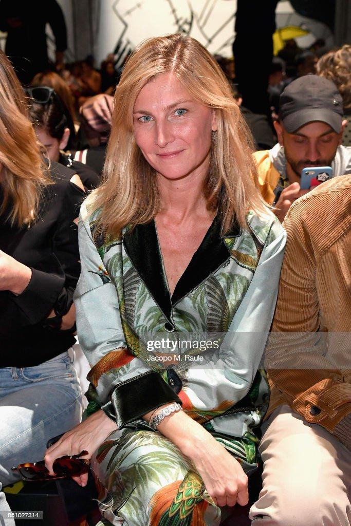 elisabeth-von-guttman-attends-the-prada-show-during-milan-fashion-picture-id851027314