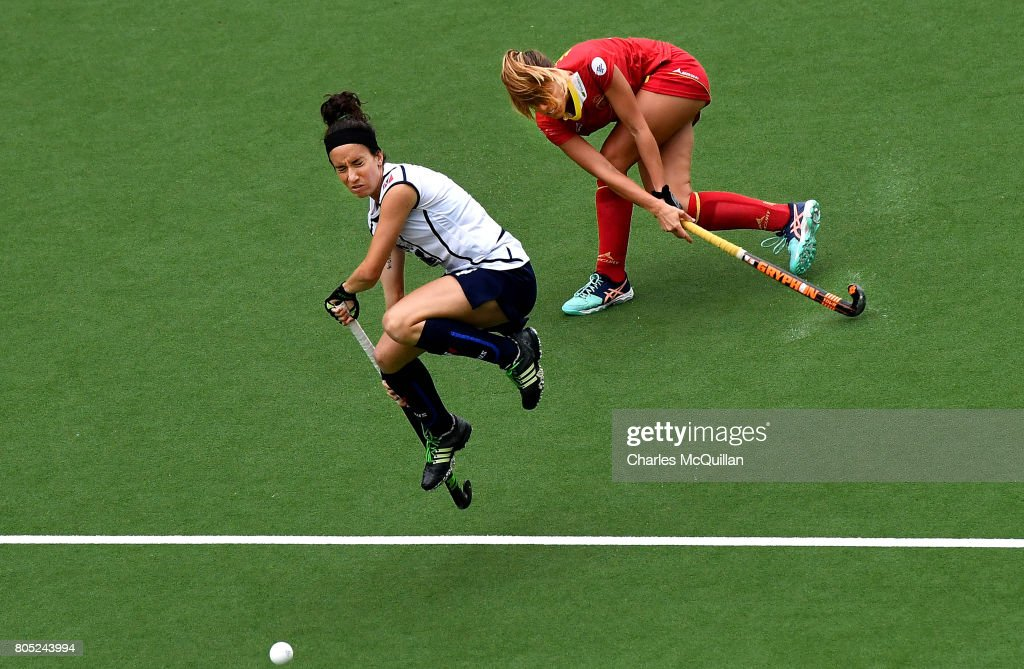 Elisabetta Pacella (L) of Italy and Maria Lopez (R) of Spain during the Fintro Hockey World League Semi-Final 5/8th place playoff game between Italy and Spain on July 1, 2017 in Brussels, Belgium.