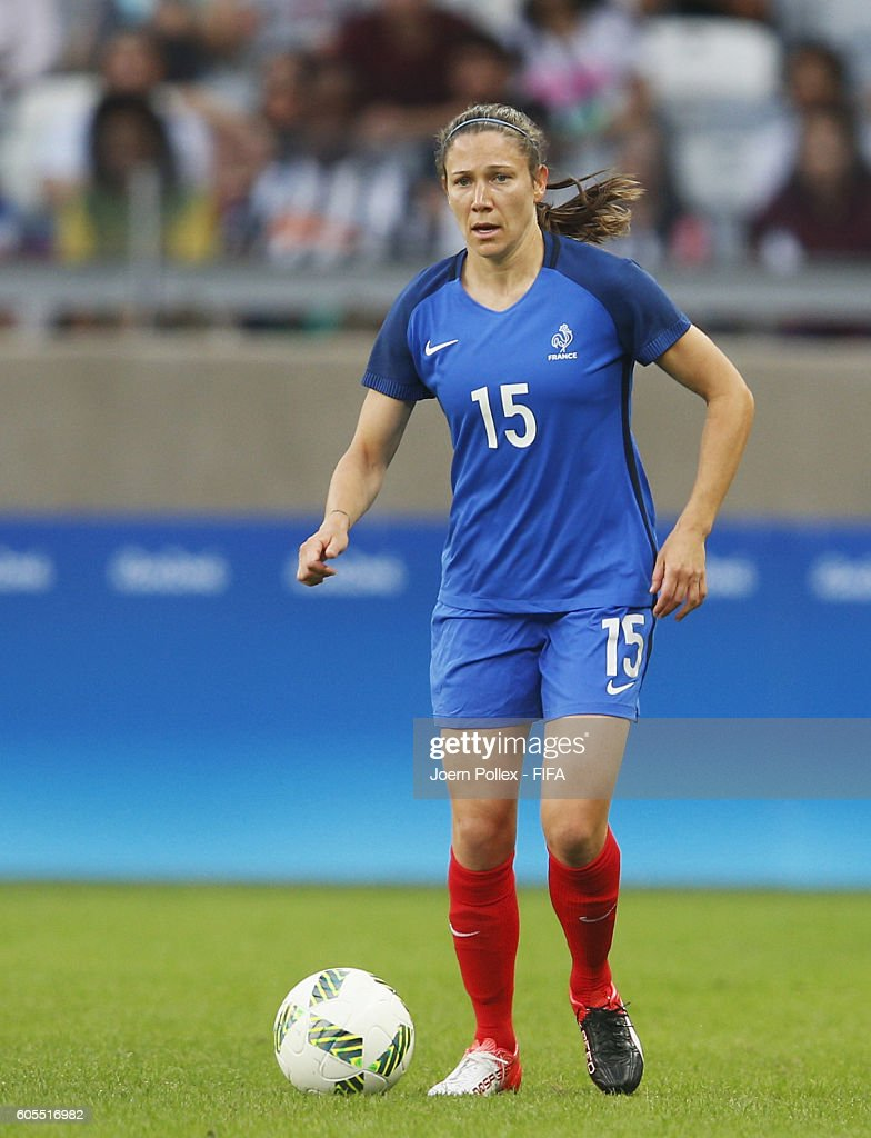 Elise Bussaglia of France controls the ball during the Women's Group G match between USA and France on Day 1 of the Rio2016 Olympic Games at Mineirao Stadium on August 6, 2016 in Belo Horizonte, Brazil.