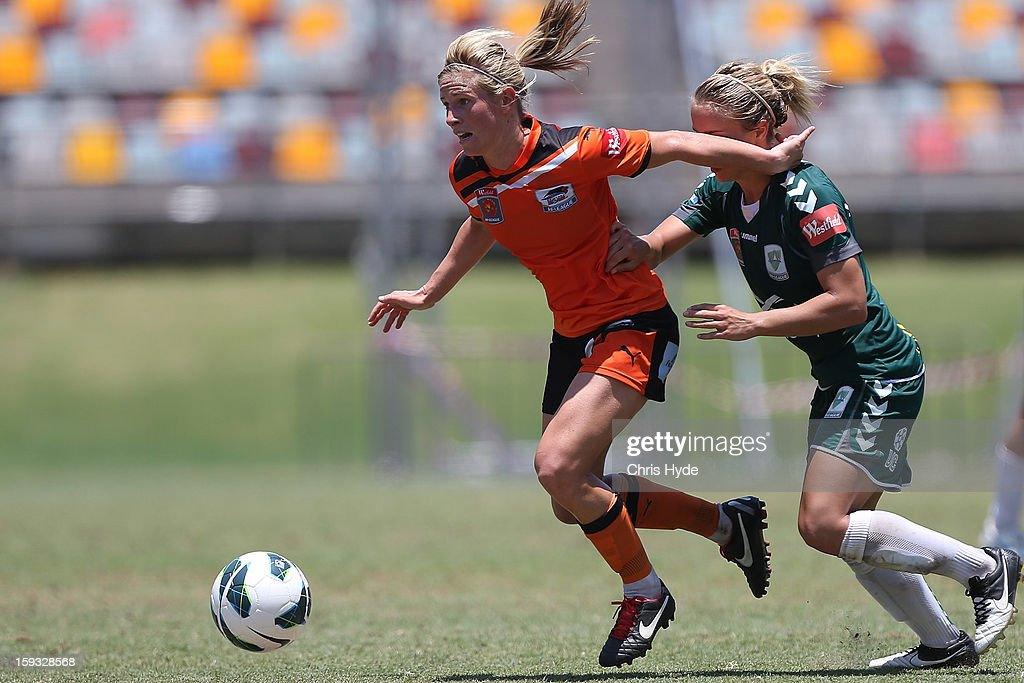 Elise Kellond-Knight of the Roar controls the ball during the round 12 W-League match between the Brisbane Roar and Canberra United at Queensland Sport and Athletics Centre on January 12, 2013 in Brisbane, Australia.