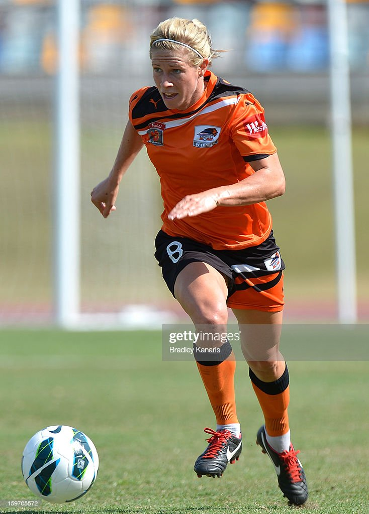 Elise Kellond-Knight of the Roar in action during the W-League Semi Final match between the Brisbane Roar and Sydney FC at Queensland Sport and Athletics Centre on January 19, 2013 in Brisbane, Australia.