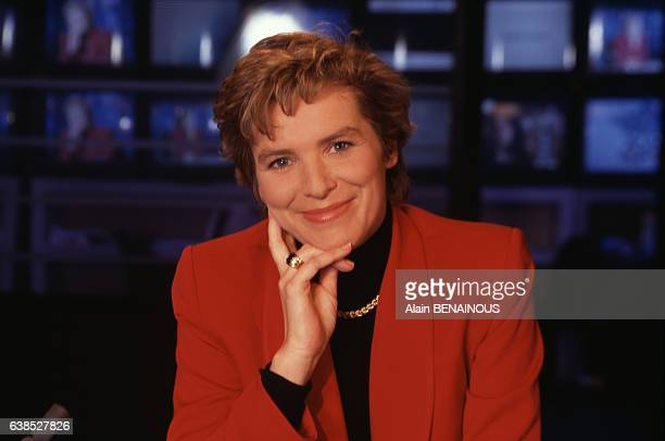 Elise Lucet sur le plateau du journal de France 3 le 26 janvier 1996 à Paris France