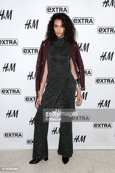Elite Model Search 2016 finalist Kayle Anderson visits 'Extra' at their New York studios at HM in Times Square on October 26 2016 in New York City