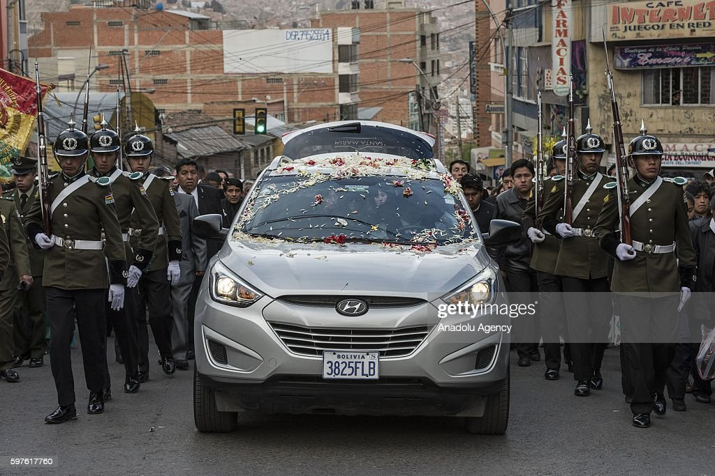Elite police group escort the funeral car of Deputy Minister Rodolfo Illanes during his funeral ceremony in La Paz Bolivia on August 28 2016 Deputy...