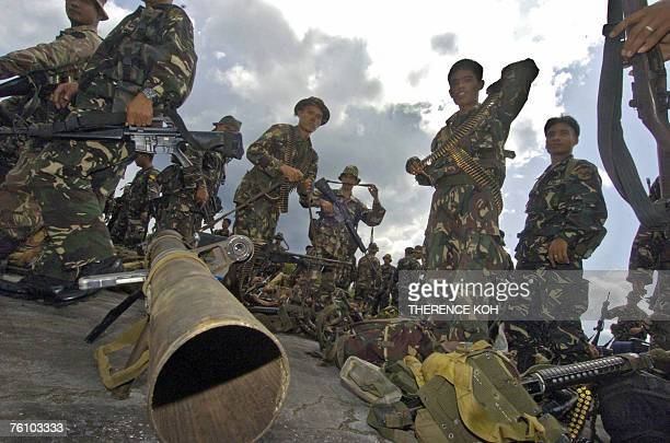 Elite UStrained Philippine army Scout Ranger troops arrive at Jolo airport fully armed with heavy weapons to augment the 5000 soldiers in the restive...