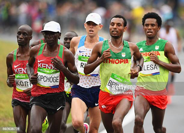 Eliud Kipchoge of Kenya Galen Rupp of the United States Lemi Berhanu of Ethiopia and Feyisa Lilesa of Ethiopia compete during the Men's Marathon on...