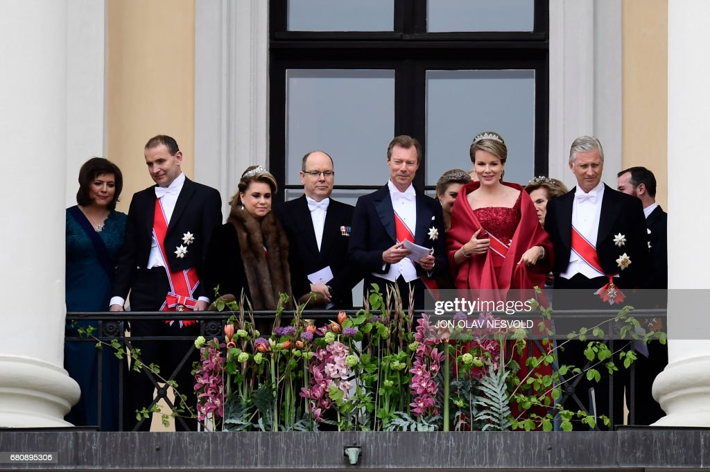 Eliza Reid, Iceland's President Gudni Johannesson, Grand Duchess Maria Teresa of Luxembourg, Prince Albert II of Monaco, Grand Duke Henri of Luxembourg, Queen Mathilde of Belgium and King Philippe of Belgium greet wellwishers from the balcony of the Royal Palace in Oslo, Norway on May 9, 2017 to mark the 80th Birthday of the King and Queen of Norway. Jon Olav Nesvold/ NTB scanpix / AFP PHOTO / NTB Scanpix / Jon Olav Nesvold / Norway OUT
