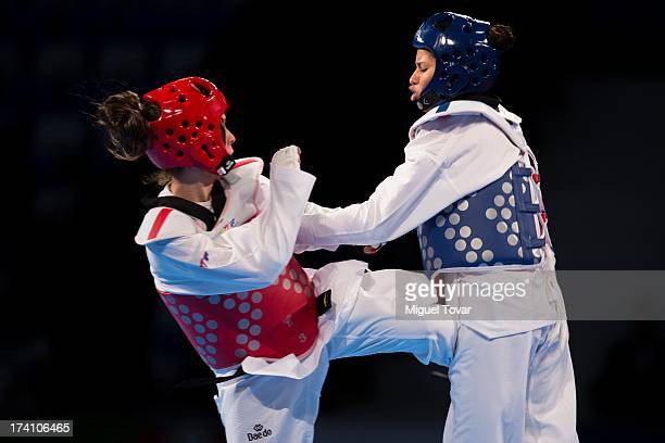 Elizabeth Alvarado of Peru competes with Amanda Sanchez of Costa Rica during a women's 57 kg combat of WTF World Taekwondo Championships 2013 at the...