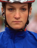 Elizabeth Armitstead of Great Britain waits for the start of the Elite Women's Road Race at the 2009 UCI Road World Championships on September 26...