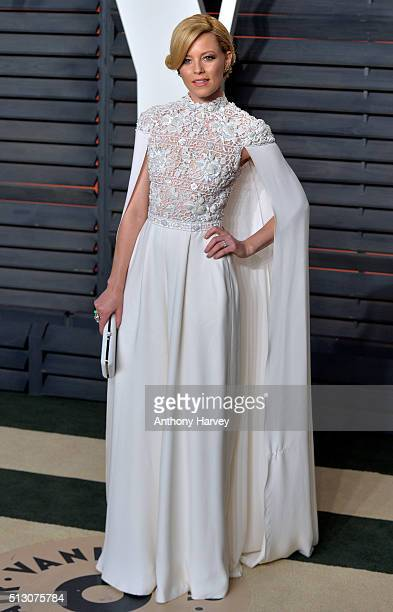 Elizabeth Banks attends the 2016 Vanity Fair Oscar Party hosted By Graydon Carter at Wallis Annenberg Center for the Performing Arts on February 28...