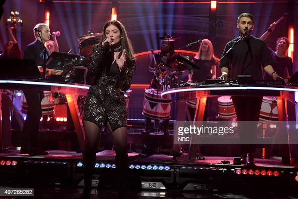 LIVE 'Elizabeth Banks' Episode 1688 Pictured Musical guest Disclosure performs with Lorde on November 14 2015