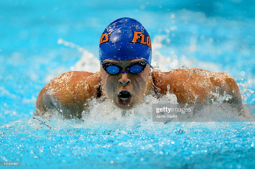 Elizabeth Beisel competes in the championship final heat of the Women's 400 m Individual Medley during the 2012 U.S. Olympic Swimming Team Trials at CenturyLink Center on June 25, 2012 in Omaha, Nebraska.