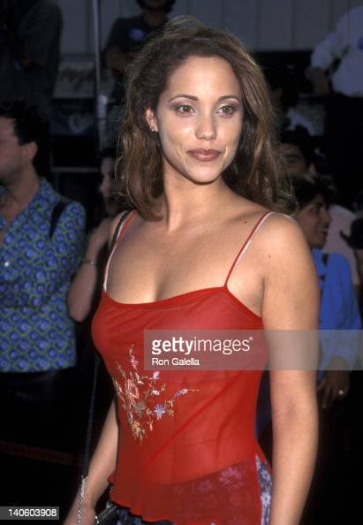 Elizabeth Berkley at the Premiere of 'Conspiracy Theory' Mann Village Theatre Westwood