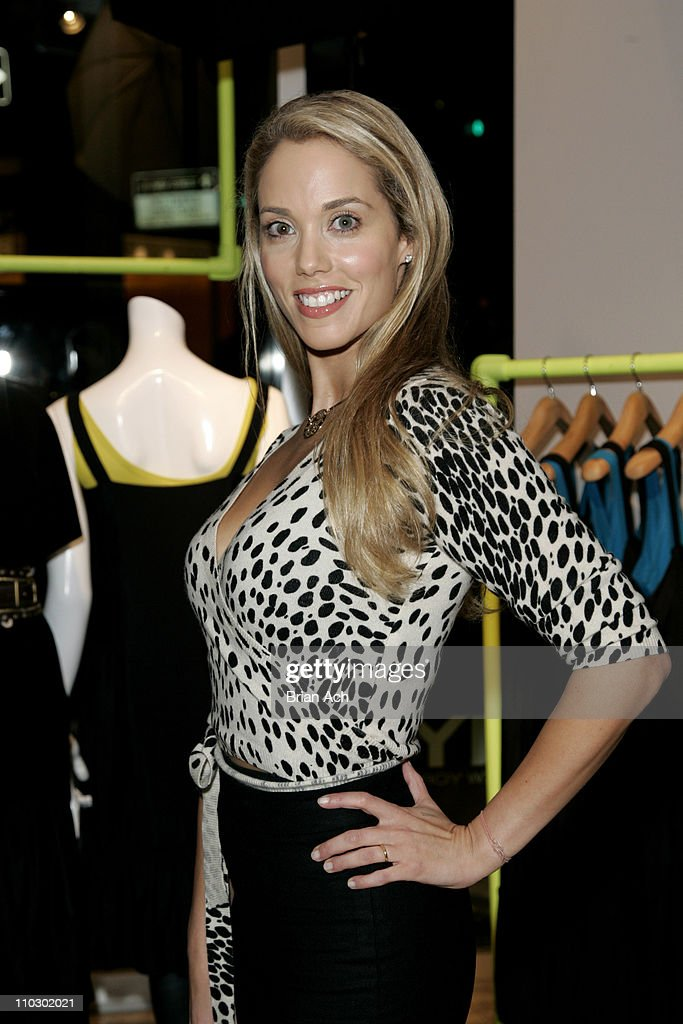 Elizabeth Berkley during Gilda's Club Worldwide Young Leadership Council Benefit at the DKNY Flagship Store - September 28, 2006 at DKNY Fagship Store in New York City, New York, United States.