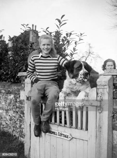 Elizabeth Cruft with Nana family pet St Bernard at Windmill Farm Coulsdon Surrey Her greatgrandfather was Charles Cruft founder of the world's most...