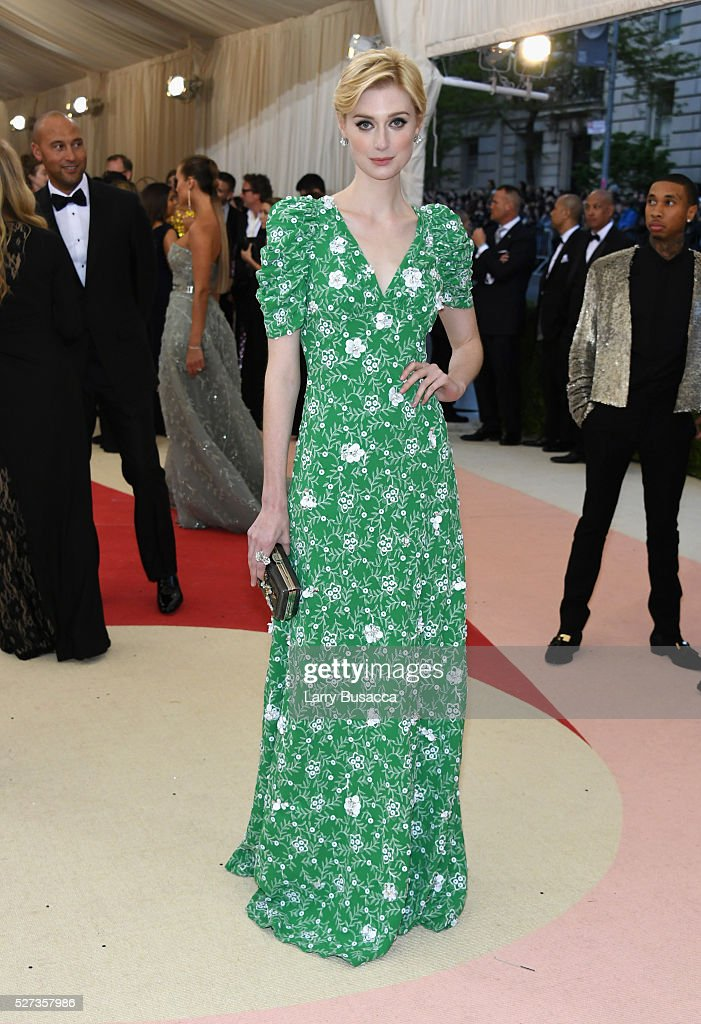 Elizabeth Debicki attends the 'Manus x Machina: Fashion In An Age Of Technology' Costume Institute Gala at Metropolitan Museum of Art on May 2, 2016 in New York City.