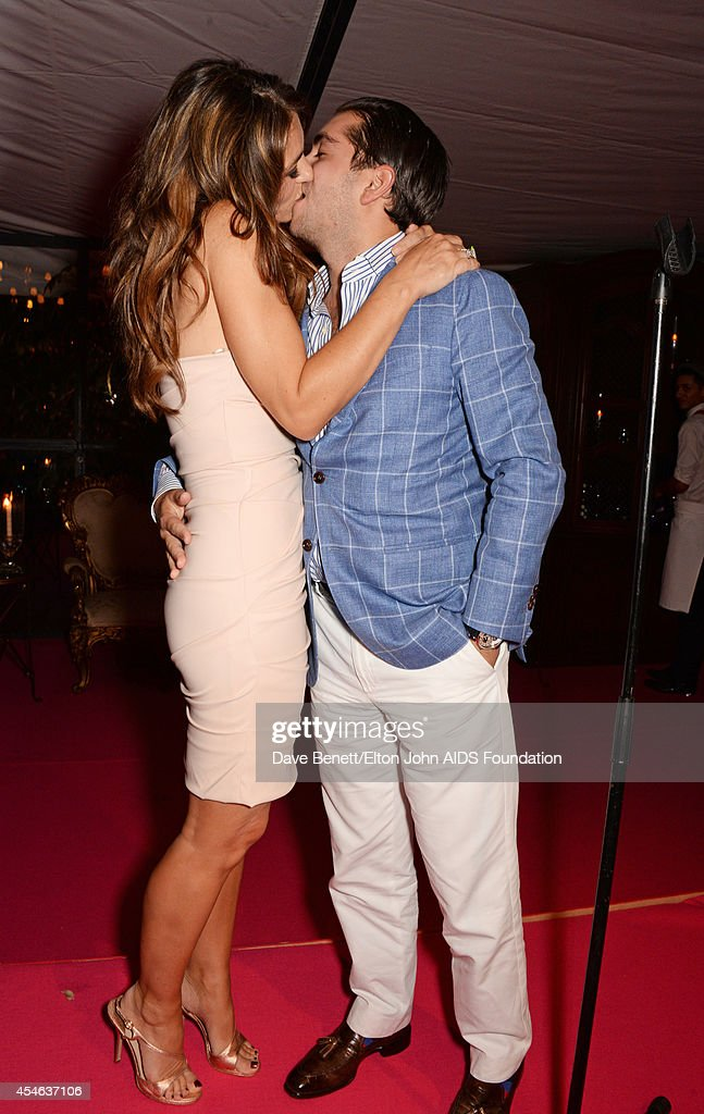 APPLIES Elizabeth Hurley kisses Julian Bharti after he paid 50000 GBP to the Elton John AIDS Foundation in an auction during the Woodside End of...