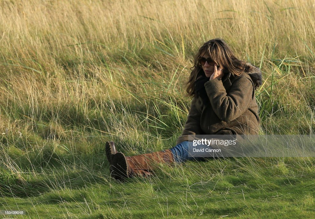 Elizabeth Hurley of England the actress watching her fiancee the Australian Cricketer Shane Warne during the second round of the Alfred Dunhill Links...