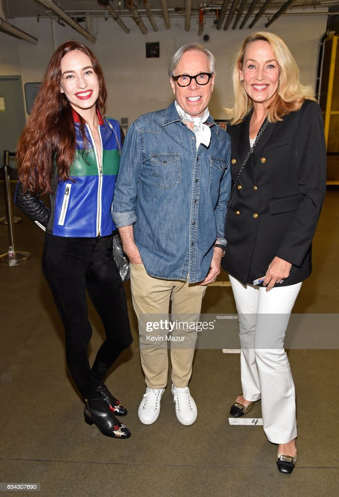 elizabeth-jagger-fashion-designer-tommy-hilfiger-and-jerry-hall-the-picture-id634307690